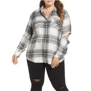 {Two by Vince Camuto} Cold Elbow Plaid Shirt